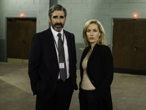 Programme Name: The Fall - TX: n/a - Episode: n/a (No. n/a) - Picture Shows:  ACC Jim Burns (JOHN LYNCH), DSI Stella Gibson (GILLIAN ANDERSON) - (C) The Fall 2 Limited - Photographer: Helen Sloan